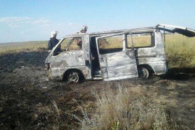 v-kirillovke-na-kose-zagorelsya-mikroavtobus-ego-tushili-4-spasatelya.jpg