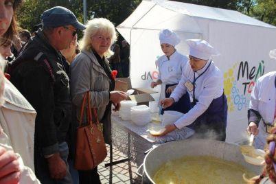 v-melitopole-na-festivale-dlya-biznesa-ustanovili-gastronomicheskij-rekord.jpg