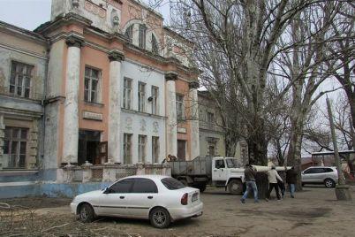v-melitopole-provodyat-rekonstrukcziyu-90-letnego-zdaniya-dk-proczess-snyali-s-vysoty-video.jpg