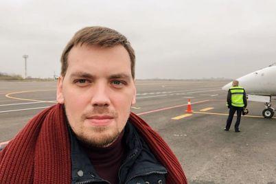 v-mizhnarodnomu-aeroporti-zaporizhzhya-pomichenij-premd194r-ministr-ukrad197ni-foto.jpg