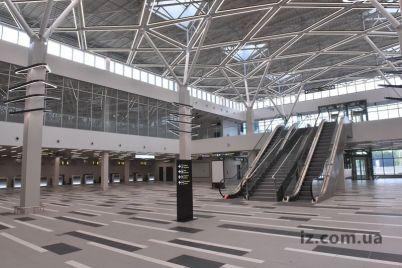 v-novenkom-terminale-zaporozhskogo-aeroporta-vse-prosto-siyaet-foto.jpg