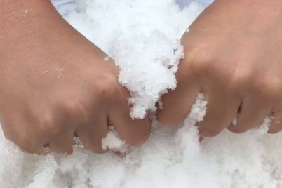v-odnoj-iz-zaporozhskih-balok-zametili-neobychnyj-sneg-foto.jpg