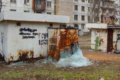 v-odnom-iz-zaporozhskih-dvorov-ustroili-svalku-musora-foto.jpg