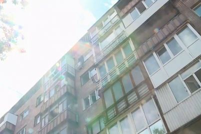v-odnomu-z-budinkiv-dniprovskogo-rajonu-nashe-misto-pochalo-remont-pokrivli.jpg