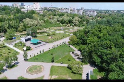v-odnomu-z-najbilshih-parkiv-zaporizhzhya-vstanovili-dityachij-majdanchik.jpg
