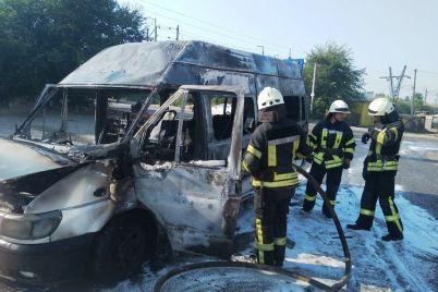 v-oleksandrivskomu-rajoni-zaporizhzhya-zagorilos-marshrutne-taksi-foto.jpg