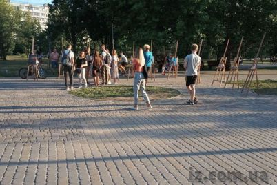 v-parke-spalnogo-rajona-pokazali-kartiny-molodoj-hudozhniczy-foto.jpg