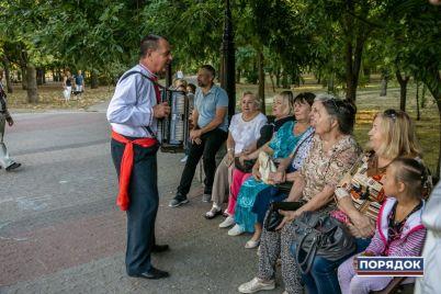 v-parke-v-czentre-zaporozhya-ustroili-muzykalno-tanczevalnyj-vecher.jpg