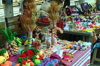 v-pologah-vidbuvsya-vosmij-festival-yarmarok-spas-ide-gostej-vedee280b3.jpg