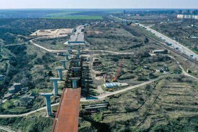 v-rajone-zaporozhskih-mostov-idut-raboty-po-podgotovke-ploshhadki-pod-zavod-po-proizvodstvu-betonnoj-smesti-foto.jpg