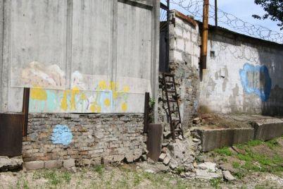 v-rezultate-livnya-zatopilo-zaporozhskuyu-gimnaziyu-slivnuyu-kanalizacziyu-pridetsya-remontirovat.jpg