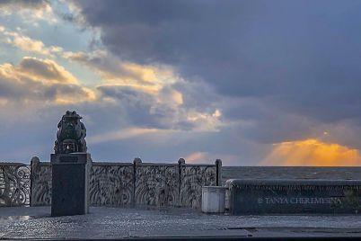 v-rezultati-shtormu-naberezhna-u-berdyansku-povnistyu-pokrilasya-lodom-foto.jpg