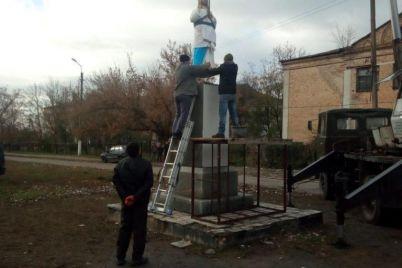 v-sele-zaporozhskoj-oblasti-ustanovili-skulpturu-hrista-spasitelya-foto.jpg