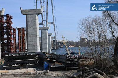 v-seti-pokazali-chto-proishodit-na-stroitelstve-mostov-v-zaporozhe-foto.jpg