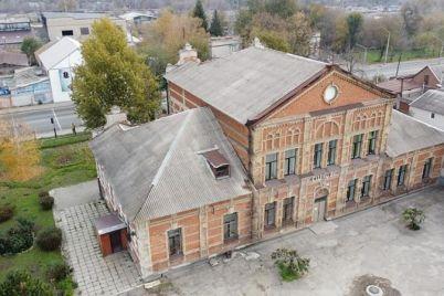 v-seti-pokazali-kak-s-vysoty-vyglyadit-mennonitskaya-shkola-dlya-devochek-foto.jpg
