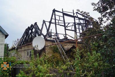 v-shevchenkovskom-rajone-18-spasatelej-tushili-zagorevshuyusya-kryshu-doma-foto.jpg