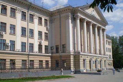 v-shevchenkovskom-rajone-dlya-stroitelstva-magazina-spilyat-derevya.jpg