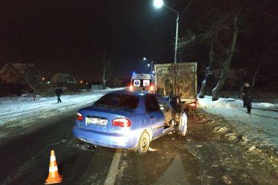 v-shevchenkovskom-rayone-zaporozhya-legkovoy-avtomobil-vuehal-v-priparkovannuyu-gazel-foto.jpg