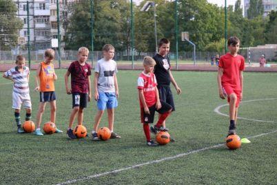 v-spalnom-rajone-zaporozhya-prohodyat-krutye-trenirovki-po-futbolu.jpg