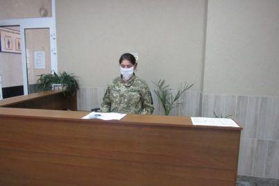 v-voenkomatah-zaporozhskoj-oblasti-s-temperaturoj-ne-propustyat.jpg