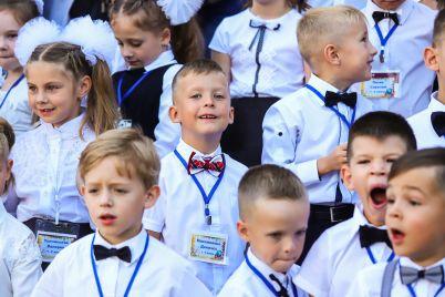 v-vyshivankah-i-s-babochkami-v-chem-prishli-zaporozhskie-shkolniki-na-pervyj-zvonok-fotoreportazh.jpg