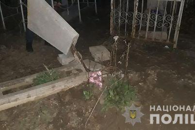 v-yakimivskomu-rajoni-spijmali-vandaliv-yaki-poshkodili-blizko-desyatka-mogilnih-plit.jpg