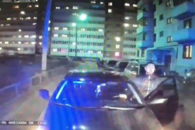 v-yaroslavle-voditel-otkazalsya-propuskat-reanimobil-s-plachushhim-rebyonkom-video.jpg