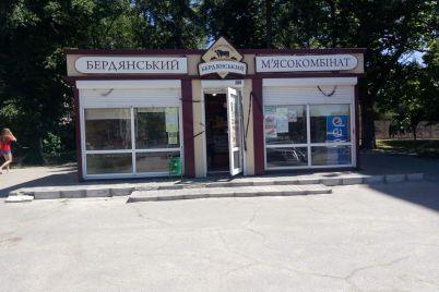 v-zaporizhzhi-demontuvali-maf-yakij-stoyav-prosto-na-prospekti-foto.jpg