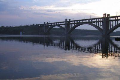 v-zaporizhzhi-nastupnogo-tizhnya-obmezhat-ruh-po-mostu-preobrazhenskogo.jpg