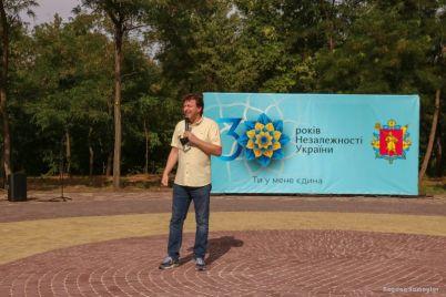 v-zaporizhzhi-pid-chas-rodinnogo-festivalyu-prezentuvali-onovlene-kozaczke-kolo.jpg