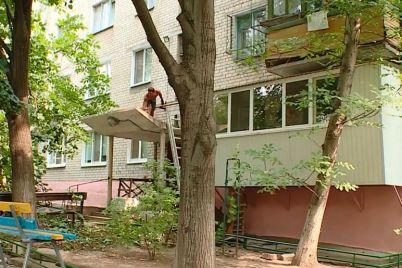 v-zaporizhzhi-remontuyut-budinok-iz-zaborgovanistyu-majzhe-u-40-tisyach-griven.jpg