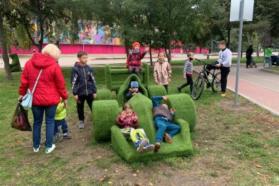 v-zaporizkomu-parku-vandali-spaplyuzhili-figurku-vedmedya-foto.jpg