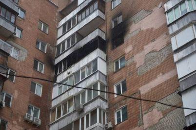 v-zaporozhe-10-spasatelej-tushili-pozhar-v-mnogoetazhnom-dome.jpg