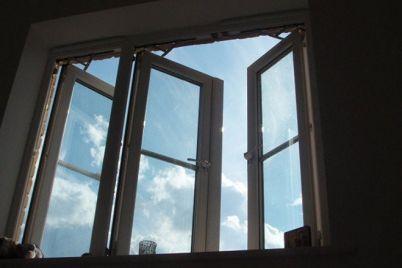 v-zaporozhe-15-letnyaya-devushka-vypala-iz-okna-kvartiry-na-9-etazhe.jpg