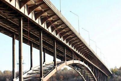 v-zaporozhe-17-letnij-podrostok-upal-s-arochnogo-mosta.jpg
