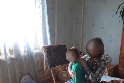 v-zaporozhe-4-letnyaya-devochka-gulyala-odna-u-reki-inspektory-vernuli-rebenka-roditelyam-foto.jpg