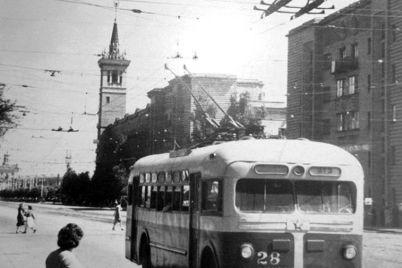 v-zaporozhe-70-let-nazad-vyshel-na-liniyu-pervyj-trollejbus-foto.jpg