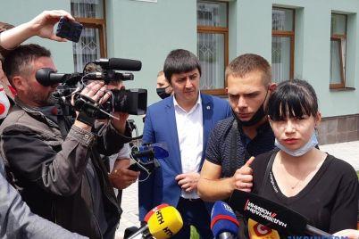 v-zaporozhe-arestovali-nyanyu-detsada-gde-umer-rebenok-video-iz-zala-suda.jpg