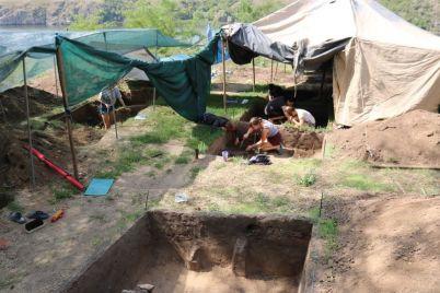 v-zaporozhe-arheologi-obnaruzhili-na-horticze-unikalnuyu-nahodku.jpg