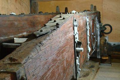v-zaporozhe-arheologi-zamorozyat-artefakt-kotoryj-dostali-so-dna-dnepra-foto.jpg