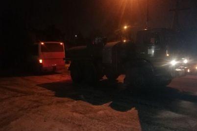 v-zaporozhe-avtobus-vuehal-v-zabor-chastnogo-doma-foto.jpg