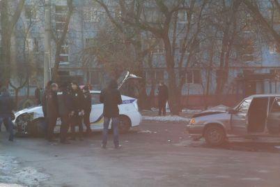 v-zaporozhe-avtomobil-patrulnoj-policzii-popal-v-dtp-foto-video.jpg