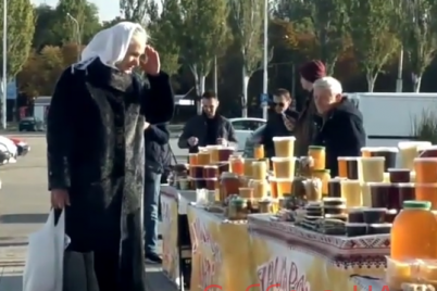 v-zaporozhe-babushka-na-giroskutere-vnov-pozabavila-gorozhan-video.png