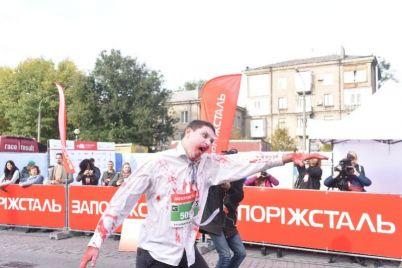 v-zaporozhe-begali-zombi-i-zaklyuchennaya.jpg