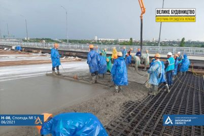 v-zaporozhe-betoniruyut-podhod-k-balochnomu-mostu-foto.jpg