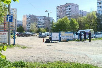v-zaporozhe-demontirovali-nezakonnuyu-stoyanku-vladelecz-i-zaporozhczy-vystupili-protiv-foto-video.jpg