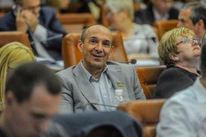 v-zaporozhe-deputat-gorsoveta-i-prorektor-znu-zadeklariroval-pochti-polmilliona-griven-zarplaty-i-dollarovye-sberezheniya.jpg