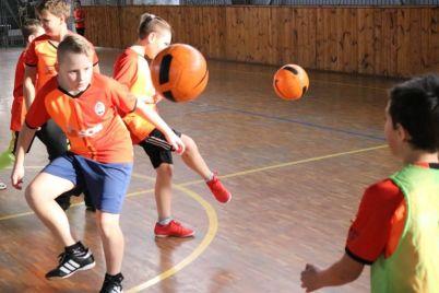 v-zaporozhe-detskij-trener-v-proekte-davaj-igraj-gotovit-futbolnuyu-smenu-shahtyora.jpg