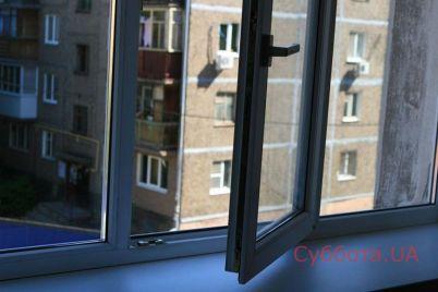 v-zaporozhe-devushka-podrostok-vypala-iz-okna.jpg