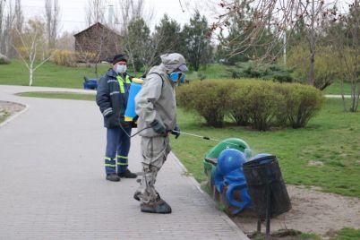 v-zaporozhe-dezinficziruyut-gorodskie-parki-i-detskie-ploshhadki-foto.jpg